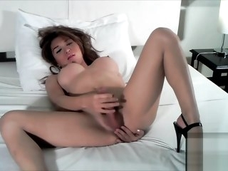 hung Hung Sapphire Young sapphire
